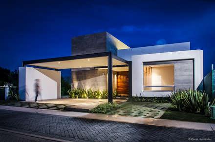 CASA T02: Casas de estilo moderno por ADI / arquitectura y diseño interior