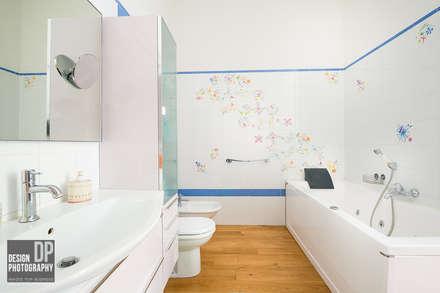Fotografia immobiliare: Bagno in stile in stile Moderno di Design Photography