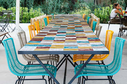 Terraza : Jardines de estilo tropical de DyD Interiorismo - Chelo Alcañíz