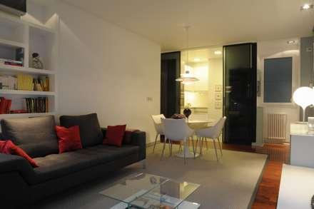 65sqm Appartment: Salones de estilo moderno de MADG Architect