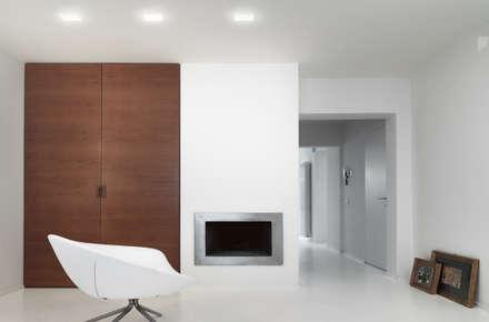 Residenza Privata: Sala multimediale in stile  di Reggiani SPA Illuminazione