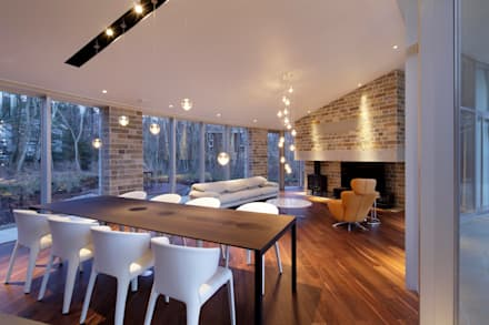 LDK夜景 | 軽井沢の別荘建築 | 弧線上のVILLA: Mアーキテクツ|高級邸宅 豪邸 注文住宅 別荘建築 LUXURY HOUSES | M-architectsが手掛けたダイニングです。