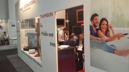 IFA 2015 Stand Hirux International / Thomson for Middle Est: Allestimenti fieristici in stile  di Laboratorio Arc&Craft