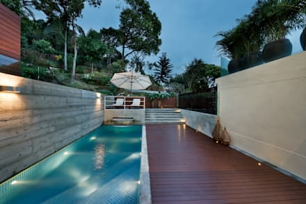 Magazine editorial - House in Sai Kung by Millimeter: modern Pool by Millimeter Interior Design Limited