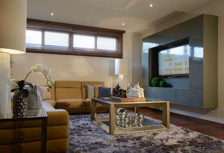 Sala area de TV Casa GL: Salas de estilo moderno por VICTORIA PLASENCIA INTERIORISMO