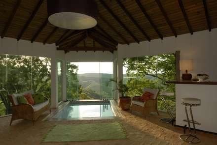 Spa de estilo rústico por Carmen Saraiva Arquitetura