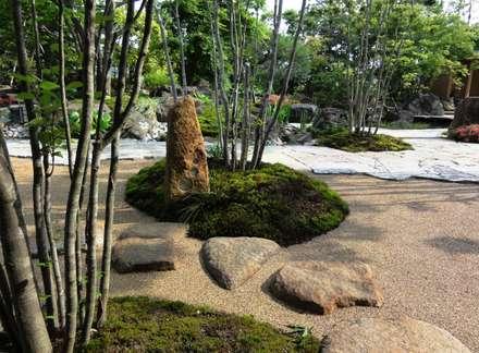 創作灯篭: 木村博明 株式会社木村グリーンガーデナーが手掛けた庭です。