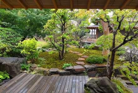 東屋からの眺め: 木村博明 株式会社木村グリーンガーデナーが手掛けた庭です。