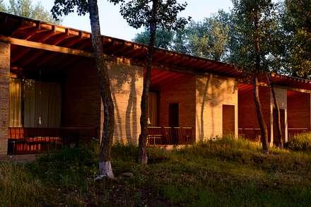 фасад базы отдыха: Дома в . Автор – Архитектурная студия Чадо
