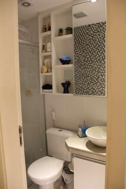 Residência Goiânia/GO: Banheiros modernos por Donakaza