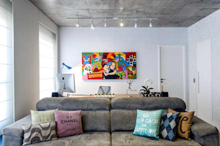A Bancada Do Home Office Está Atrás Do Sofá: Escritórios Por Adriana  Pierantoni Arquitetura U0026