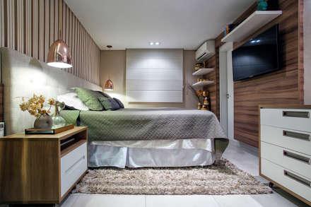 Suite Master: Quartos  por Adriana Pierantoni Arquitetura & Design