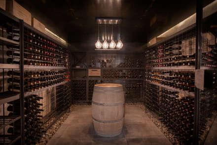 moderne Wijnkelder door A4estudio