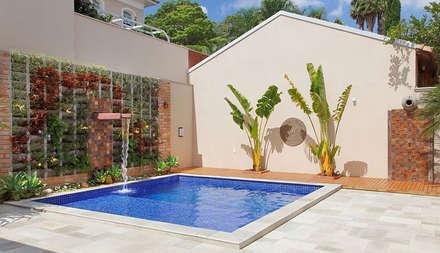 modern Pool by Moran e Anders Arquitetura