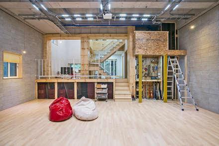 창원 재미있는 집 : 유타건축사사무소 의  침실