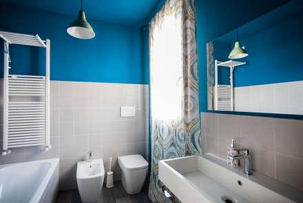 La casa dei miei sogni: Bagno in stile in stile Mediterraneo di Alessandro Corina Interior Designer