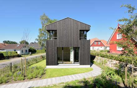Giebelansicht: moderne Häuser von Möhring Architekten
