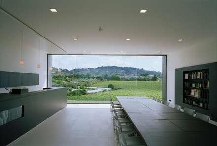 Cantine Cavalieri&Terenzi: Studio in stile In stile Country di ATSTUDIO
