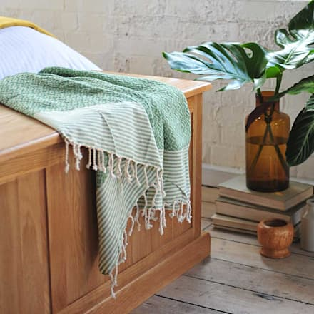 Evelena Emerald Green Throw: country Bedroom by The Cotswold Company