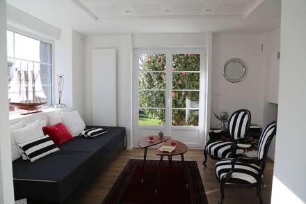 Une rénovation à la bretonne...: Salon de style de style Moderne par Ad Hoc Concept architecture