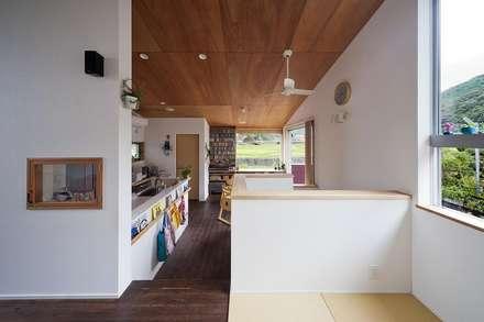 リビング・畳スペース: キリコ設計事務所が手掛けたリビングです。