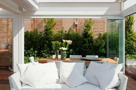 Casa Alassio: Terrazza in stile  di Francesca Cirilli