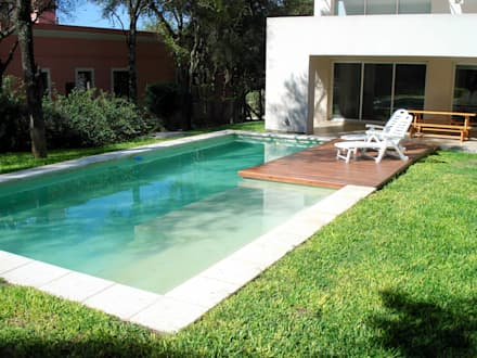 modern Pool by Piscinas Scualo