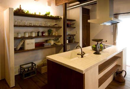 アンティークな新築住宅 ラフェルム: 株式会社香瑛住研 - ラフェルム岐阜・名古屋が手掛けたキッチンです。