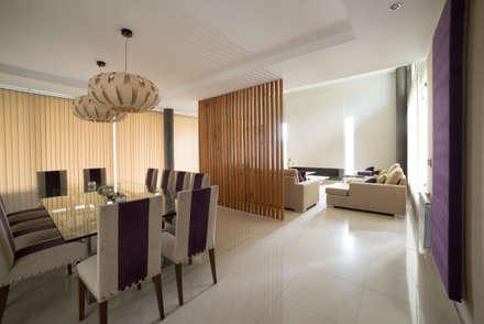 Casa MAS: Comedores de estilo moderno por Saez Sanchez. Arquitectos