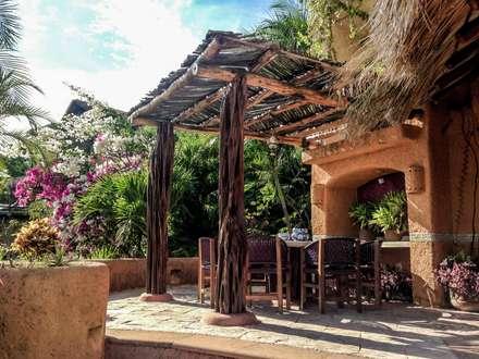 Villa Mía-Zihuatanejo Mexico: Jardines de estilo moderno por Elías Arquitectura