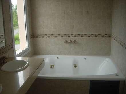 PZ Arquitectura: Baños de estilo clásico por Grupo PZ