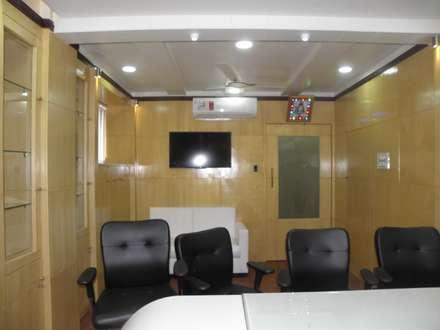Office Interior Design in Pune: classic Study/office by Designaddict