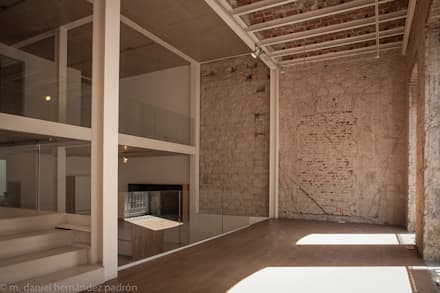Rehabilitación integral WAREHOUSE ESTUDIO 95: Salones de estilo moderno de BOX49 Arquitectura y Diseño