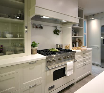 Área de cocción : Cocinas de estilo ecléctico de DEULONDER arquitectura domestica