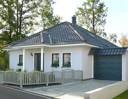 SMART MASSIVHAUS: klassische Häuser von SMART Massivhaus - MAZ Bau GmbH