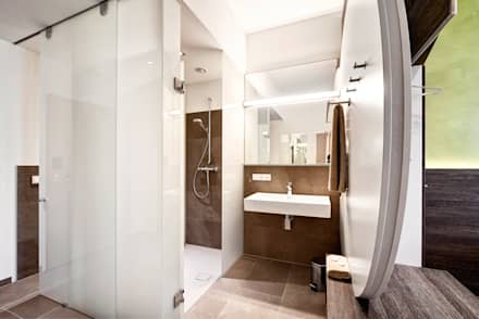 Baños de estilo minimalista por Horst Steiner Innenarchitektur
