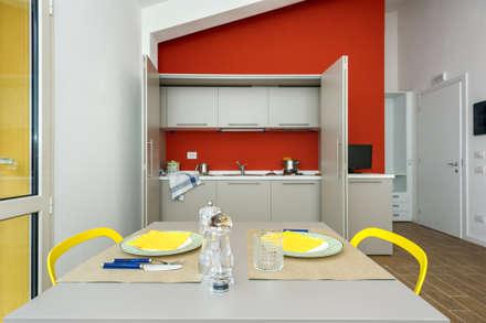 residence Antiche Navi Pisane: Cucina in stile in stile Moderno di CB STUDIO