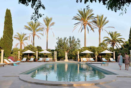 Hotel in Mallorca Cal Reiet / The Main house : Piscinas de estilo mediterráneo de Bloomint design