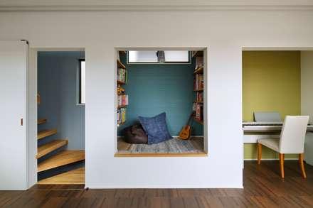 高津の家: 向山建築設計事務所が手掛けた和室です。