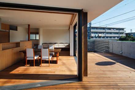 東金町の家: 向山建築設計事務所が手掛けた庭です。