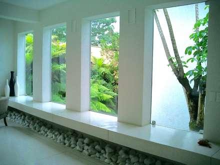 หน้าต่าง by Kika Prata Arquitetura e Interiores.