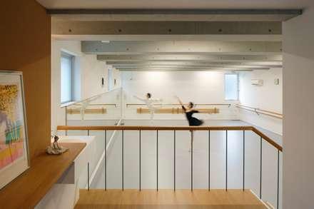 ห้องออกกำลังกาย by 向山建築設計事務所