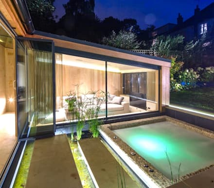 Garten Haus: moderner Pool von Paul Marie Creation