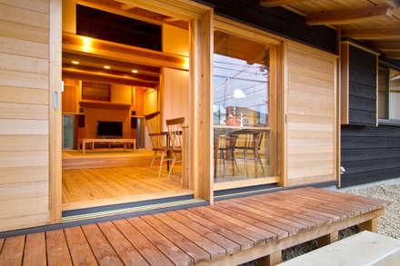 南鹿島のいえ: shu建築設計事務所が手掛けたベランダです。