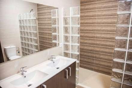 LOFT ISLA SALVORA_1 #LOFTOBD3: Baños de estilo moderno de Mohedano Estudio de Arquitectura S.L.P.