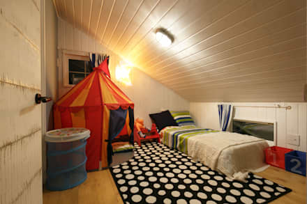 classic Nursery/kid's room by dwarf