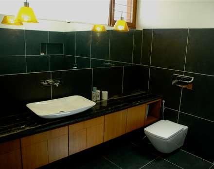K HOUSE: asian Bathroom by KIRON CHEERLA ARCHITECTURE