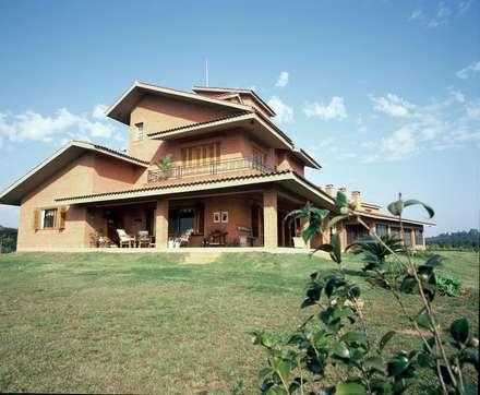 Fachada Lateral Esquerda: Casas rústicas por IDALIA DAUDT Arquitetura e Design de Interiores