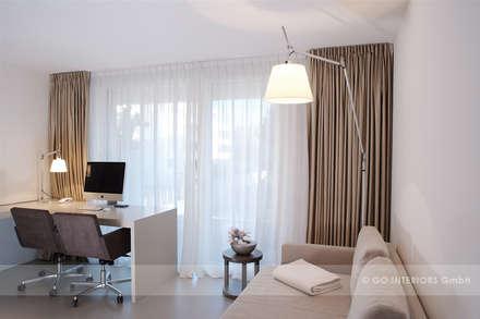 Apartment Zollikon: moderne Arbeitszimmer von Go Interiors GmbH