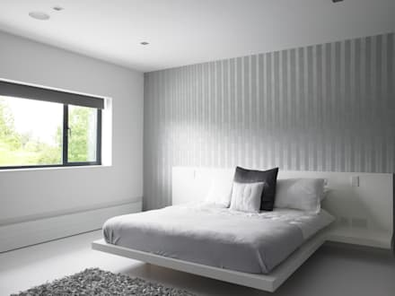 Ice White House-Luxury home: minimalistic Bedroom by Quirke McNamara